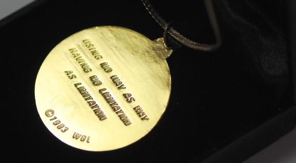 medal_hk_necklace_02.jpg