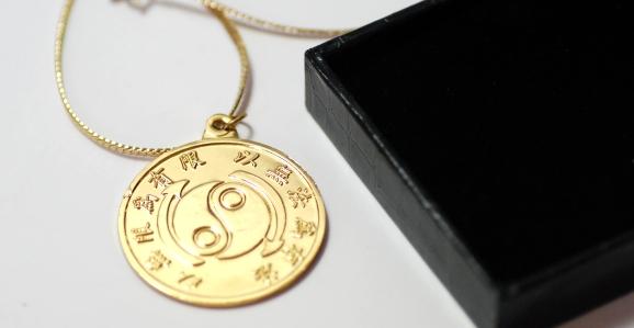 medal_hk_necklace_03.jpg
