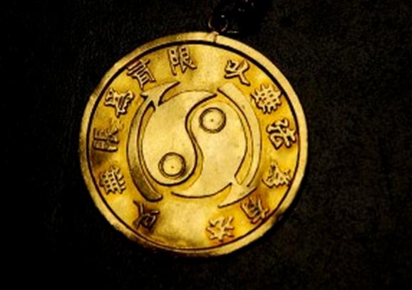 medal_hk_necklace_04.jpg